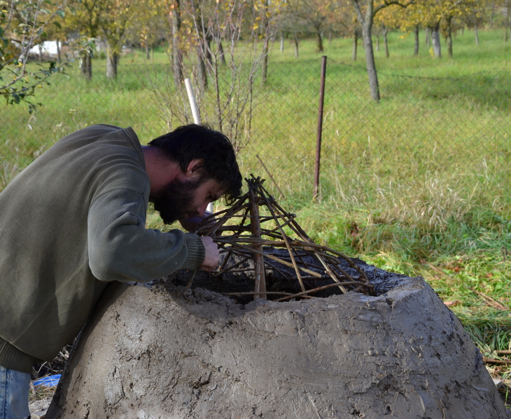 Uvedení kopie středověké keramické pece do provozu